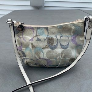 Coach beautiful cross body bag in great condition